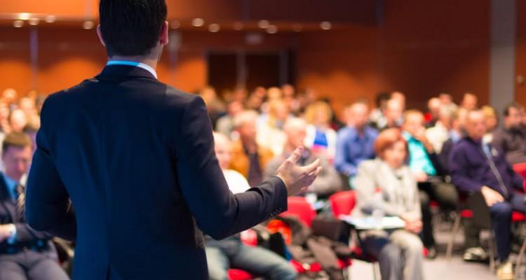 8-tecnologias-fundamentais-para-montar-uma-sala-de-palestras-750x400